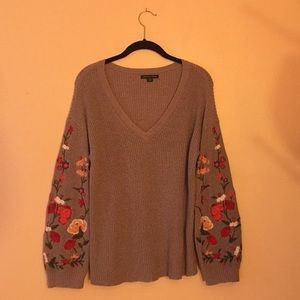 Floral sleeve American Eagle sweater